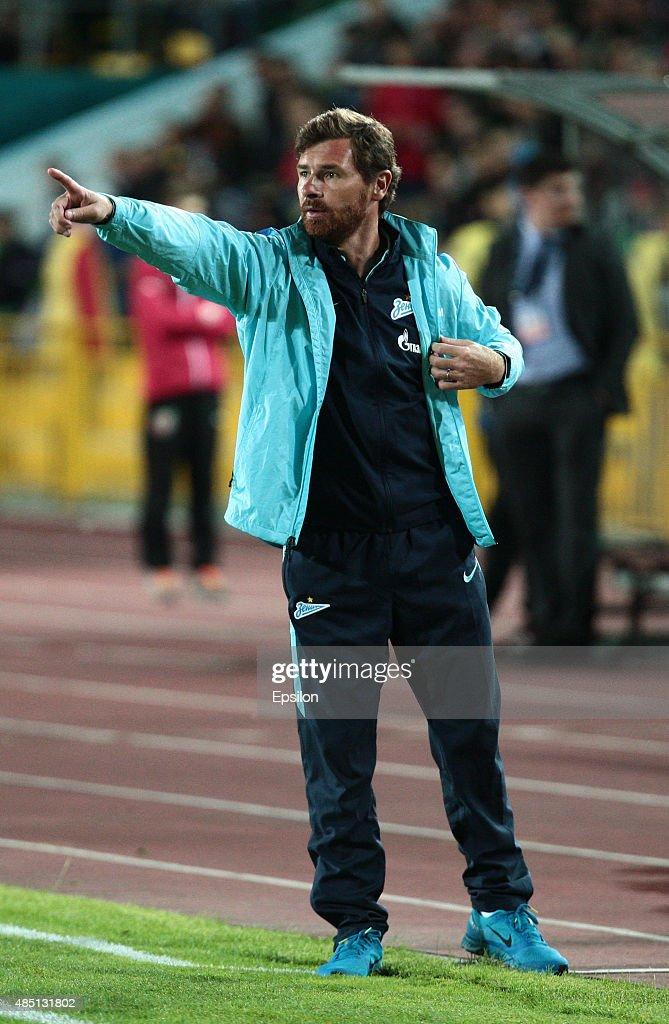 Head coach Andre VillasBoas of FC Zenit Saint Petersburg gestures during the Russian Premier League match between FC Rubin Kazan and FC Zenit Saint...