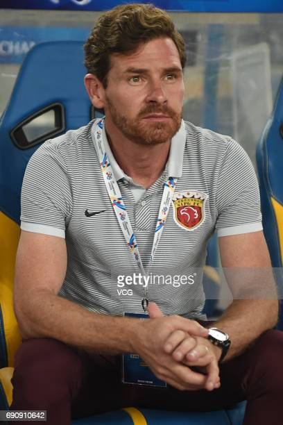 Head coach Andre VillasBoas of Shanghai SIPG looks on during 2017 AFC Champions League Round of 16 between Jiangsu Suning and Shanghai SIPG at...