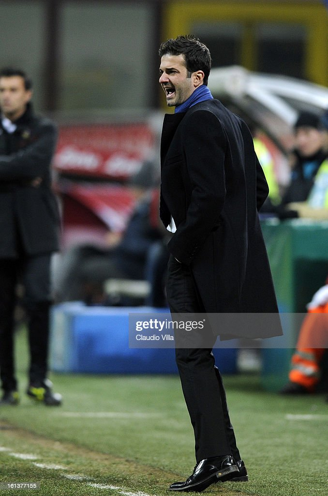 Head coach Andrea Stramaccioni of Inter Milan shouts from the touch-line during the Serie A match between FC Internazionale Milano and AC Chievo Verona at San Siro Stadium on February 10, 2013 in Milan, Italy.