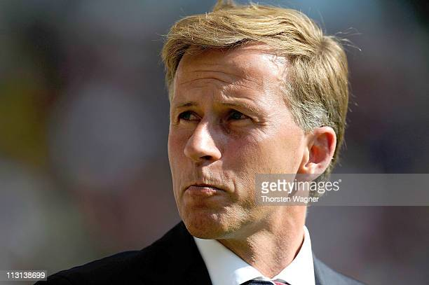 Head coach Andries Jonker of Muenchen looks on prior to the Bundesliga match between Eintracht Frankfurt and FC Bayern Muenchen at Commerzbank Arena...