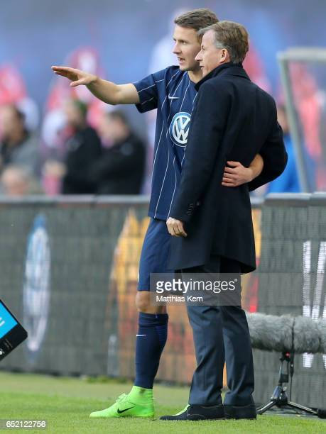 Head coach Andries Jonker of Wolfsburg and Paul Seguin look on during the Bundesliga match between RB Leipzig and VfL Wolfsburg at Red Bull Arena on...