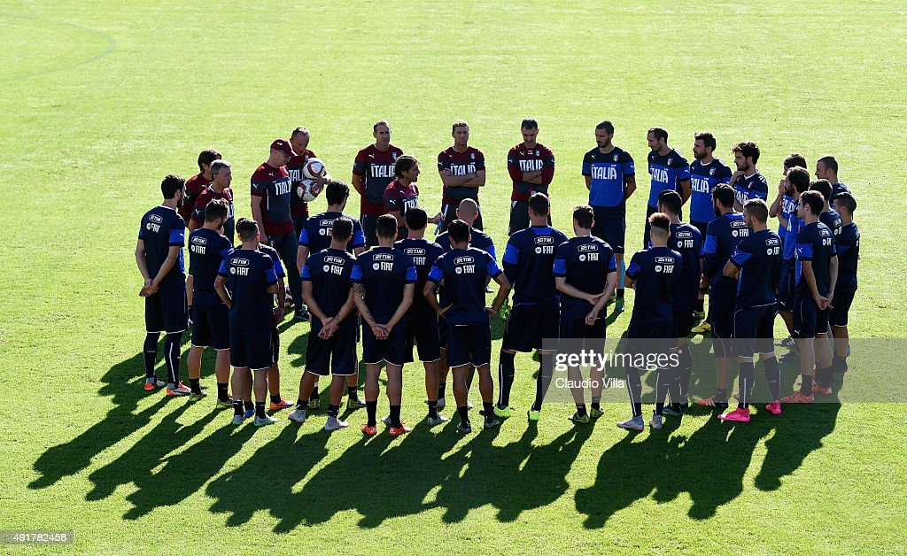 Head coach <a gi-track='captionPersonalityLinkClicked' href=/galleries/search?phrase=Antonio+Conte&family=editorial&specificpeople=2379002 ng-click='$event.stopPropagation()'>Antonio Conte</a> talks to his players during an Italy training session at Coverciano on October 8, 2015 in Florence, Italy.