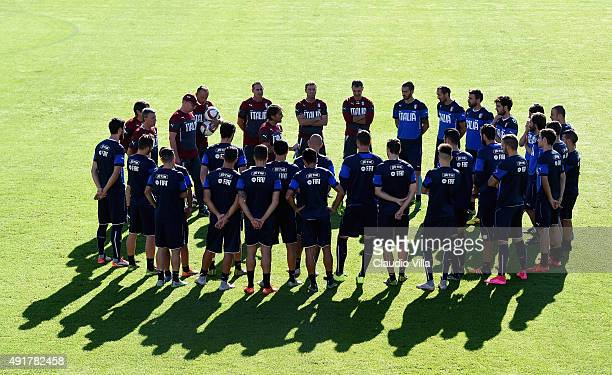 Head coach Antonio Conte talks to his players during an Italy training session at Coverciano on October 8 2015 in Florence Italy