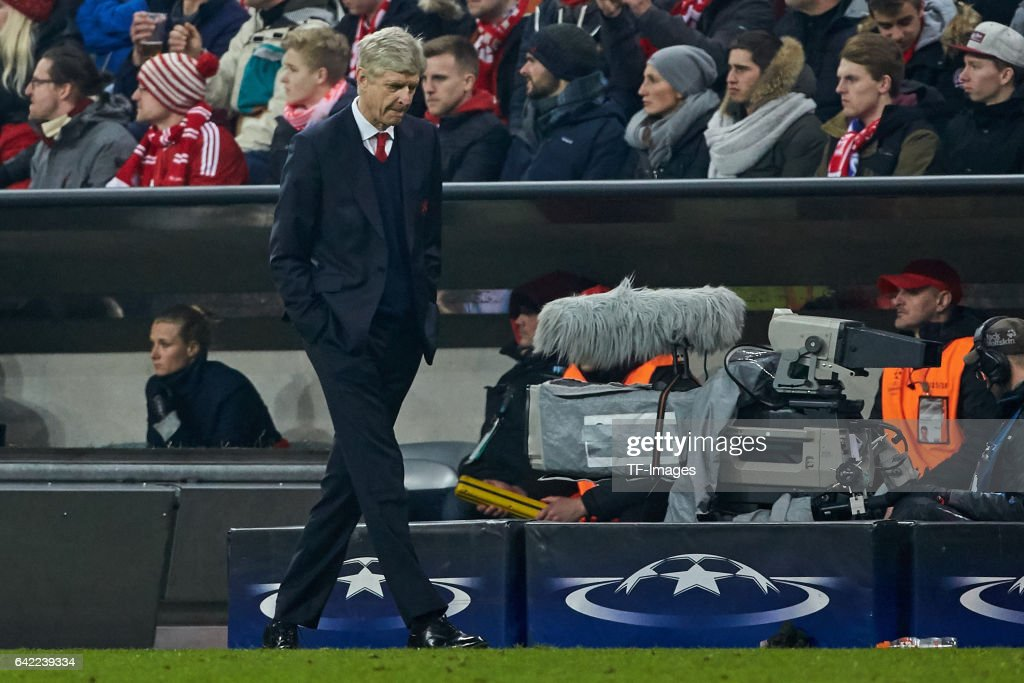 Head coach Arsene Wenger of Arsenal looks on during the UEFA Champions League Round of 16 first leg match between FC Bayern Muenchen and Arsenal FC at Allianz Arena on February 15, 2017 in Munich, Germany.