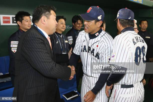 Head coach Atsunori Inaba of Japan shakes hands with Tsutomu Ito after the Eneos Asia Professional Baseball Championship 2017 final game between...