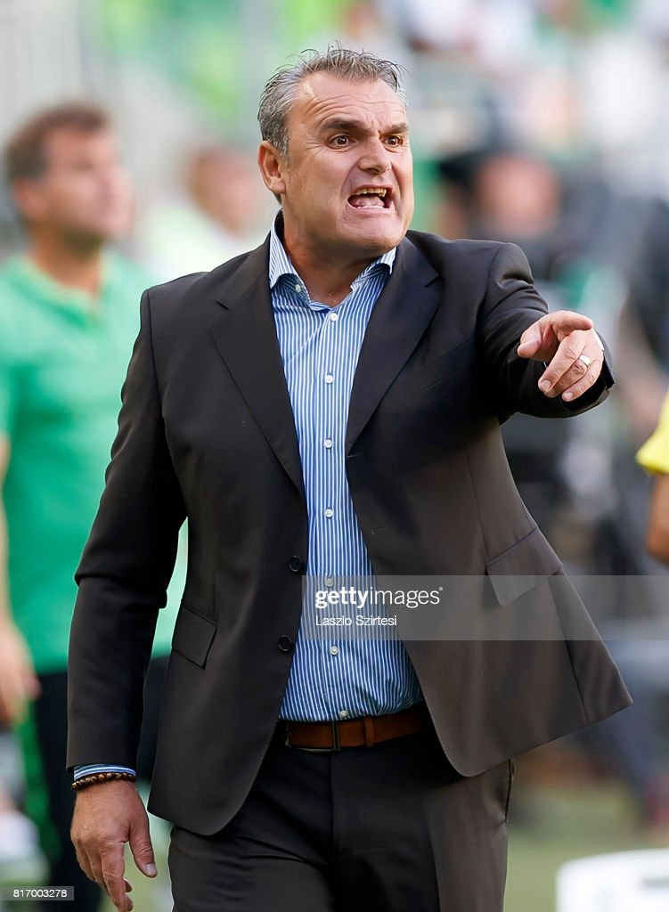 Head coach Attila Pinter of Puskas Akademia FC instructs his players during the Hungarian OTP Bank Liga match between Ferencvarosi TC and Puskas Akademia FC at Groupama Arena on July 16, 2017 in Budapest, Hungary.