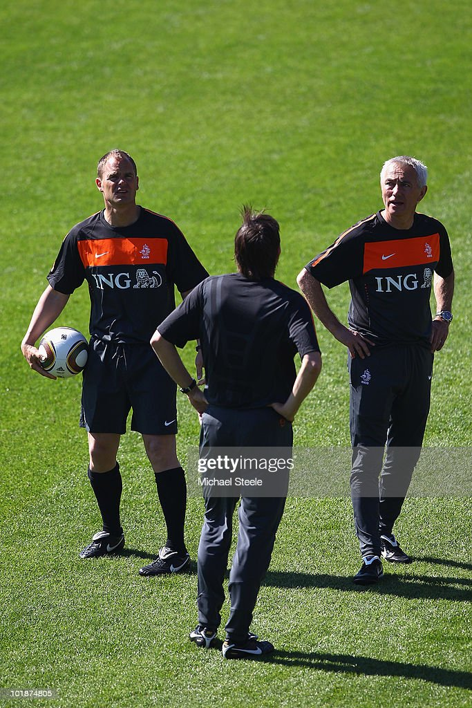 Head coach <a gi-track='captionPersonalityLinkClicked' href=/galleries/search?phrase=Bert+van+Marwijk&family=editorial&specificpeople=649210 ng-click='$event.stopPropagation()'>Bert van Marwijk</a> (r) in discussioin with assistant coaches Frank de Boer (l) and <a gi-track='captionPersonalityLinkClicked' href=/galleries/search?phrase=Phillip+Cocu&family=editorial&specificpeople=538144 ng-click='$event.stopPropagation()'>Phillip Cocu</a> (c) during a Netherlands training session at the Wits Rugby Stadium on June 8, 2010 in Johannesburg, South Africa.