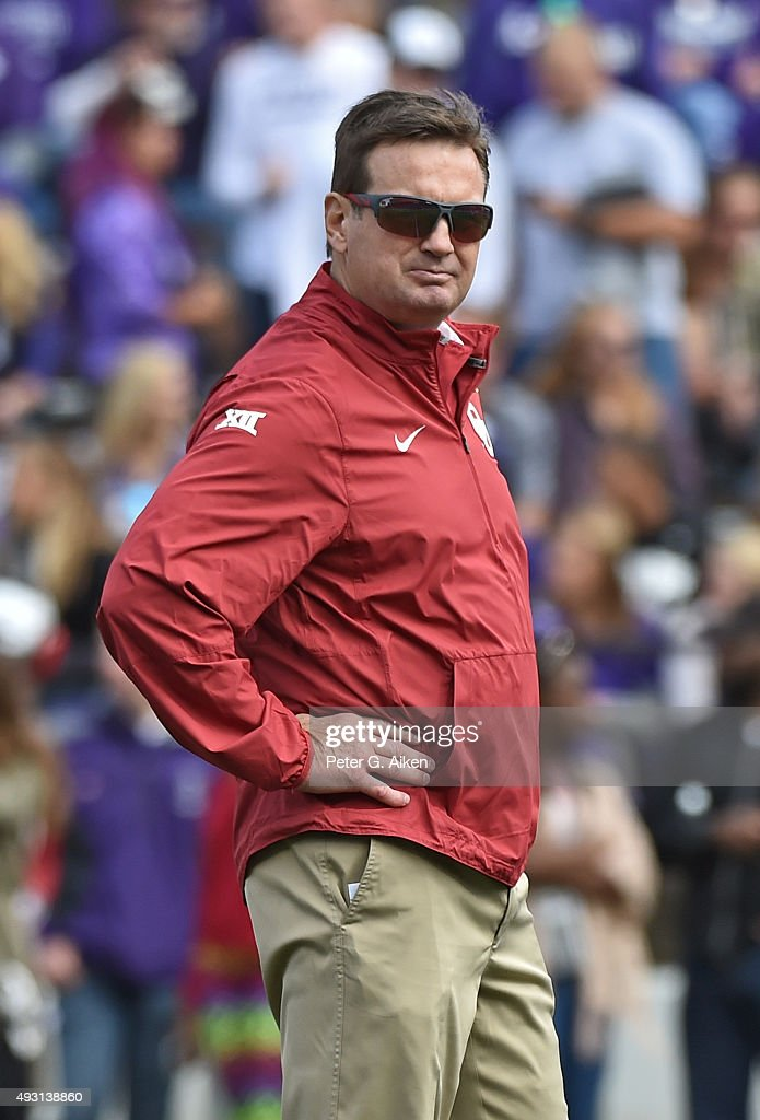 Head coach <a gi-track='captionPersonalityLinkClicked' href=/galleries/search?phrase=Bob+Stoops&family=editorial&specificpeople=241307 ng-click='$event.stopPropagation()'>Bob Stoops</a> of the Oklahoma Sooners looks on prior to the game against the Kansas State Wildcats on October 17, 2015 at Bill Snyder Family Stadium in Manhattan, Kansas.