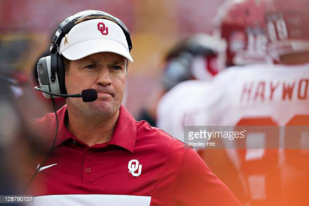 Head Coach Bob Stoops of the Oklahoma Sooners on the sidelines during a game against the Texas Longhorns at the Cotton Bowl on October 8 2011 in...