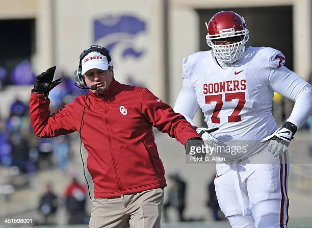 Head coach Bob Stoops of the Oklahoma Sooners reacts after a call against the Sooners during the second half against the Kansas State Wildcats on...