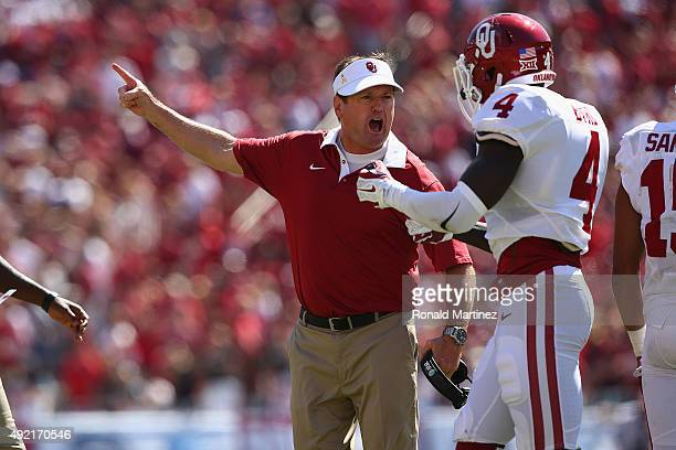 Head coach Bob Stoops of the Oklahoma Sooners yells at Hatari Byrd of the Oklahoma Sooners during the 2015 ATT Red River Showdown at Cotton Bowl on...