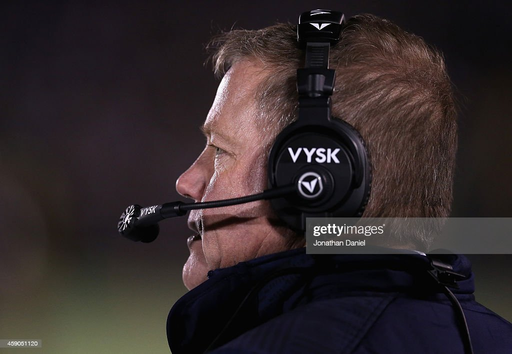 Head coach <a gi-track='captionPersonalityLinkClicked' href=/galleries/search?phrase=Brian+Kelly+-+Entra%C3%AEneur+de+football+am%C3%A9ricain&family=editorial&specificpeople=11611987 ng-click='$event.stopPropagation()'>Brian Kelly</a> of the Notre Dame Fighting Irish watches as his team takes on the Northwestern Wildcats at Notre Dame Stadium on November 15, 2014 in South Bend, Indiana. Northwestern defeated Notre Dame 43-40 in overtime.