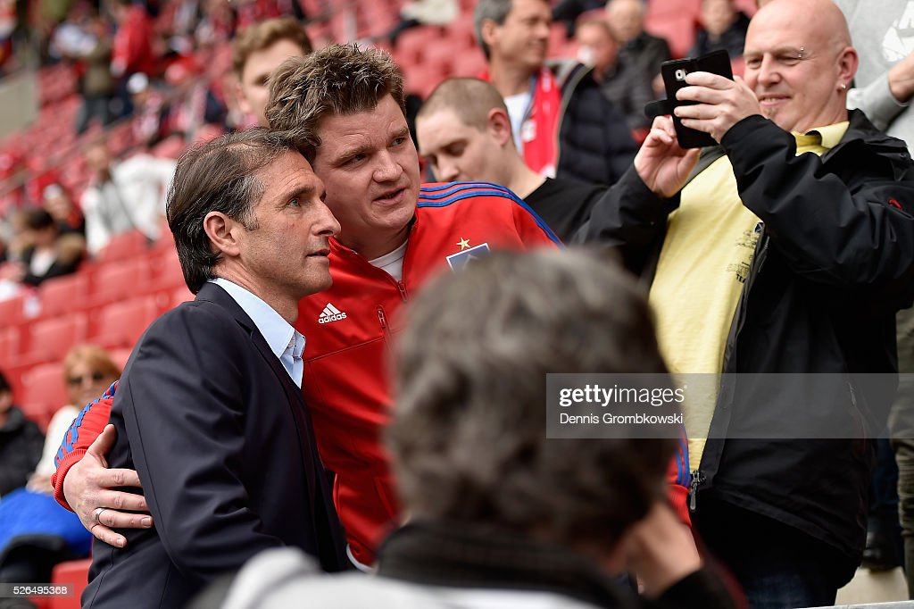 Head coach Bruno Labbadia of Hamburger SV poses for a photo with fans prior to kickoff during the Bundesliga match between 1. FSV Mainz 05 and Hamburger SV at Coface Arena on April 30, 2016 in Mainz, Germany.
