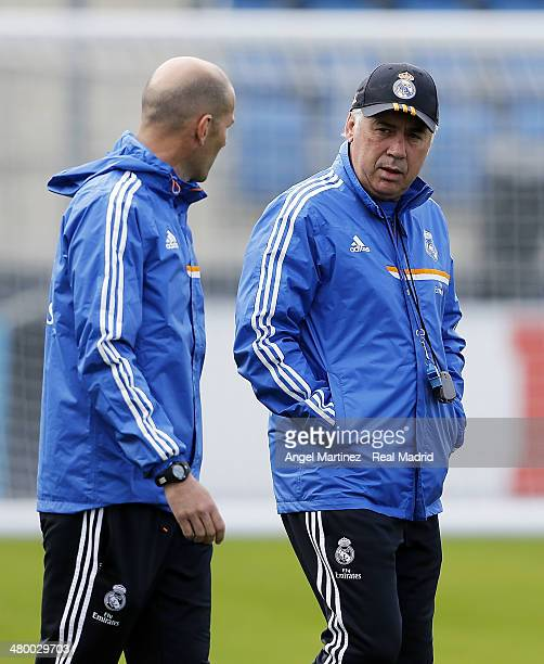 Head coach Carlo Ancelotti and his assistant Zinedine Zidane of Real Madrid chat during a training session ahead of their El Clasico match against...