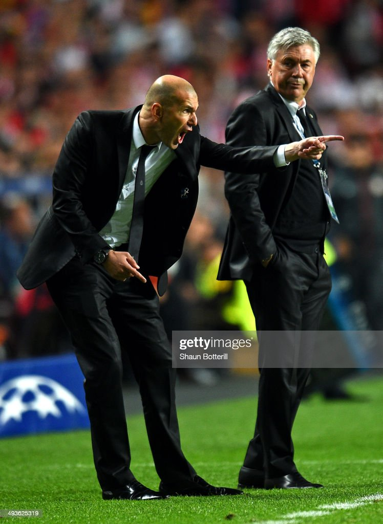 Head Coach, <a gi-track='captionPersonalityLinkClicked' href=/galleries/search?phrase=Carlo+Ancelotti&family=editorial&specificpeople=226747 ng-click='$event.stopPropagation()'>Carlo Ancelotti</a> of Real Madrid looks to Assistant coach Zinedine Zidane of Real Madrid as he shouts instructions during the UEFA Champions League Final between Real Madrid and Atletico de Madrid at Estadio da Luz on May 24, 2014 in Lisbon, Portugal.