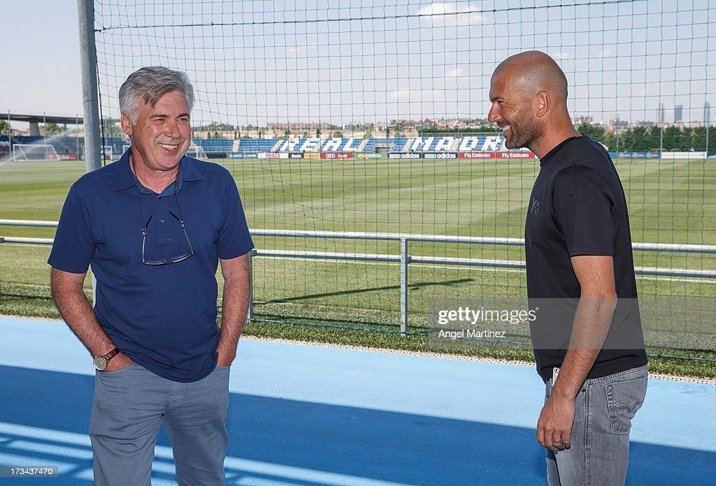 Head coach <a gi-track='captionPersonalityLinkClicked' href=/galleries/search?phrase=Carlo+Ancelotti&family=editorial&specificpeople=226747 ng-click='$event.stopPropagation()'>Carlo Ancelotti</a> (L) of Real Madrid talks with his assistant <a gi-track='captionPersonalityLinkClicked' href=/galleries/search?phrase=Zinedine+Zidane&family=editorial&specificpeople=172012 ng-click='$event.stopPropagation()'>Zinedine Zidane</a> at Valdebebas training ground on July 14, 2013 in Madrid, Spain.