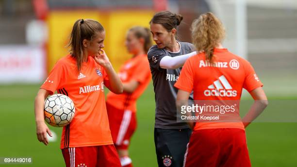 Head coach Carmen Roth of Bayern speaks to players prior to the B Junior Girl's German Championship Semi Final match between SV Meppen and Bayern...
