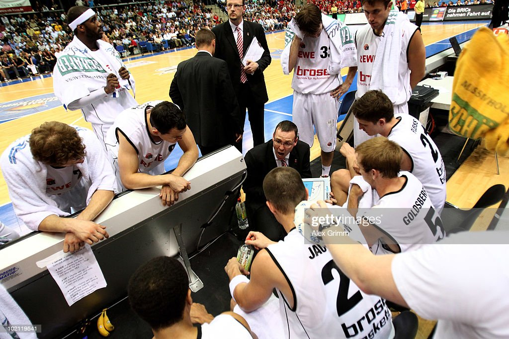 Head coach Chris Fleming of Brose Baskets talks to players at a time-out during game four of the Beko Basketball Bundesliga play off finals between Deutsche Bank Skyliners and Eisbaeren Bremerhaven at the Ballsporthalle on June 15, 2010 in Frankfurt am Main, Germany.