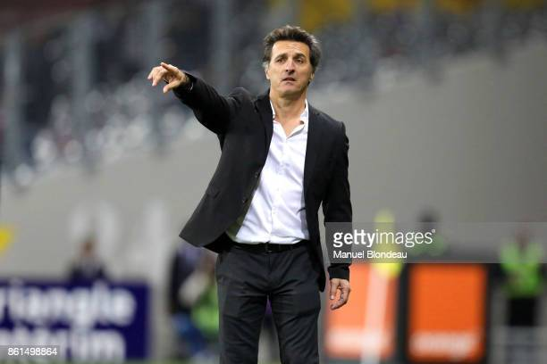 Head coach Christophe Pelissier of Amiens during the Ligue 1 match between Toulouse and Amiens SC at Stadium Municipal on October 14 2017 in Toulouse