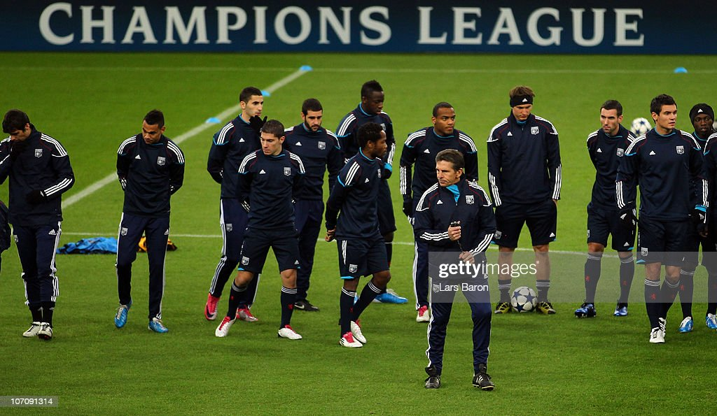 Head coach <a gi-track='captionPersonalityLinkClicked' href=/galleries/search?phrase=Claude+Puel&family=editorial&specificpeople=697176 ng-click='$event.stopPropagation()'>Claude Puel</a> is seen with his players during a Olympique Lyon training session ahead of the UEFA Champions League match against FC Schalke 04 at Veltins Arena on November 23, 2010 in Gelsenkirchen, Germany.