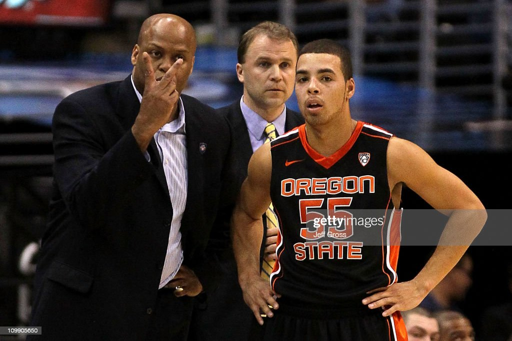 Head coach Craig Robinson of the Oregon State Beavers stands next to associate head coach Doug Stewart and Roberto Nelson in the first half against...