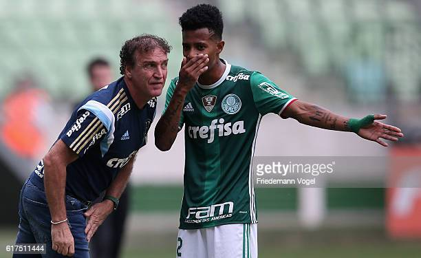 Head coach Cuca of Palmeiras gives advise to Tche Tche during the match between Palmeiras and Sport Recife for the Brazilian Series A 2016 at Allianz...