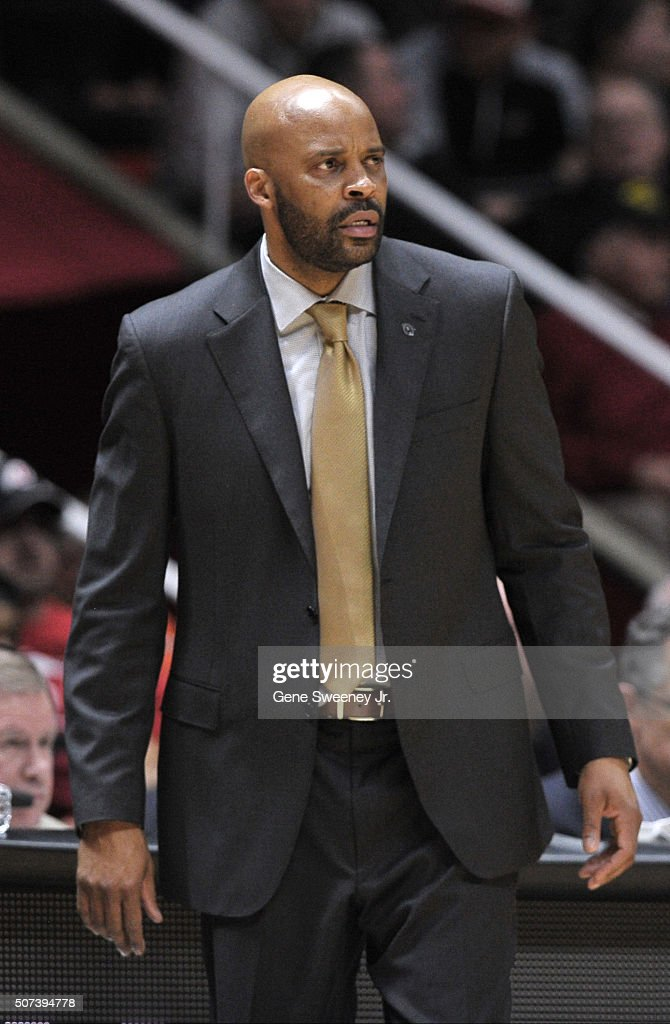 Head coach <a gi-track='captionPersonalityLinkClicked' href=/galleries/search?phrase=Cuonzo+Martin&family=editorial&specificpeople=3911162 ng-click='$event.stopPropagation()'>Cuonzo Martin</a> of the California Golden Bears look on in the game against the Utah Utes at the Jon M. Huntsman Center on January 27, 2016 in Salt Lake City, Utah.