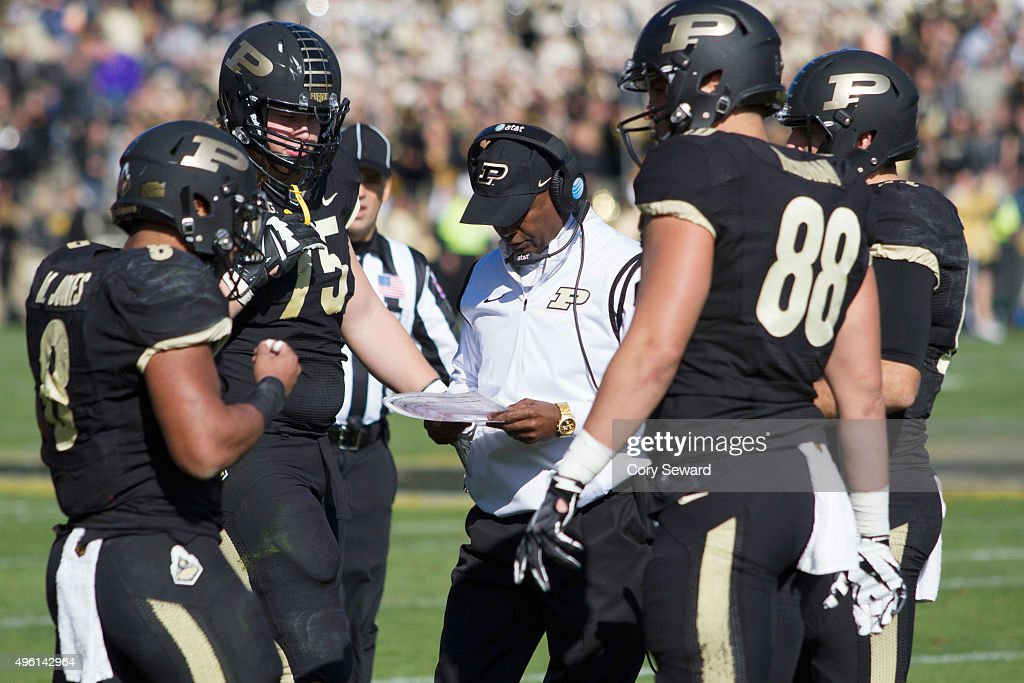 Head Coach <a gi-track='captionPersonalityLinkClicked' href=/galleries/search?phrase=Darrell+Hazell&family=editorial&specificpeople=7730325 ng-click='$event.stopPropagation()'>Darrell Hazell</a> of the Purdue Boilermakers talks with his team in the 1st quarter at Ross-Ade Stadium on November 7, 2015 in West Lafayette, Indiana.
