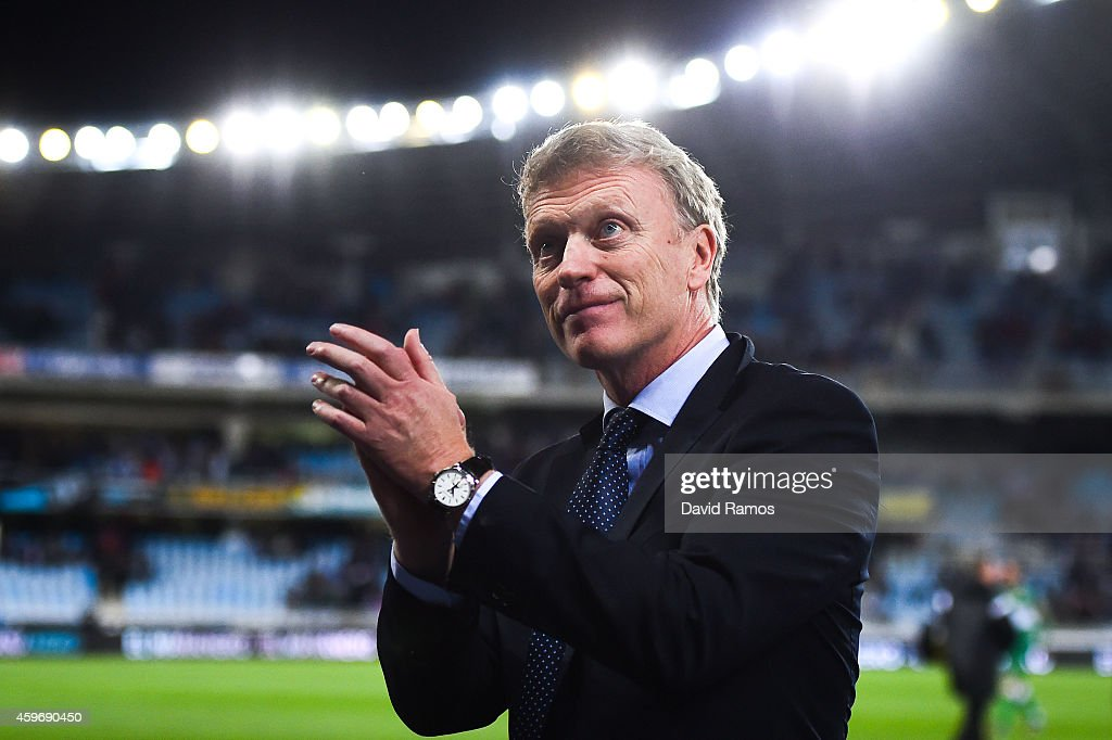 Head coach David Moyes of Real Sociedad acknowledges the crowd at the end of the La Liga match between Real Socided and Elche FC at Estadio Anoeta on November 28, 2014 in San Sebastian, Spain.