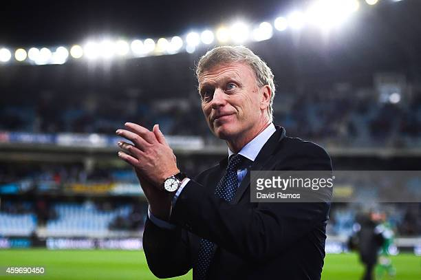 Head coach David Moyes of Real Sociedad acknowledges the crowd at the end of the La Liga match between Real Socided and Elche FC at Estadio Anoeta on...