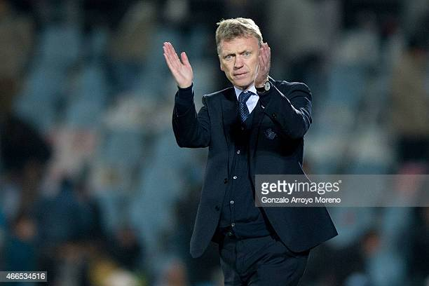 Head coach David Moyes of Real Sociedad de Futbol claps to Real Sociedad fans after winning the La Liga match between Getafe CF and Real Sociedad de...