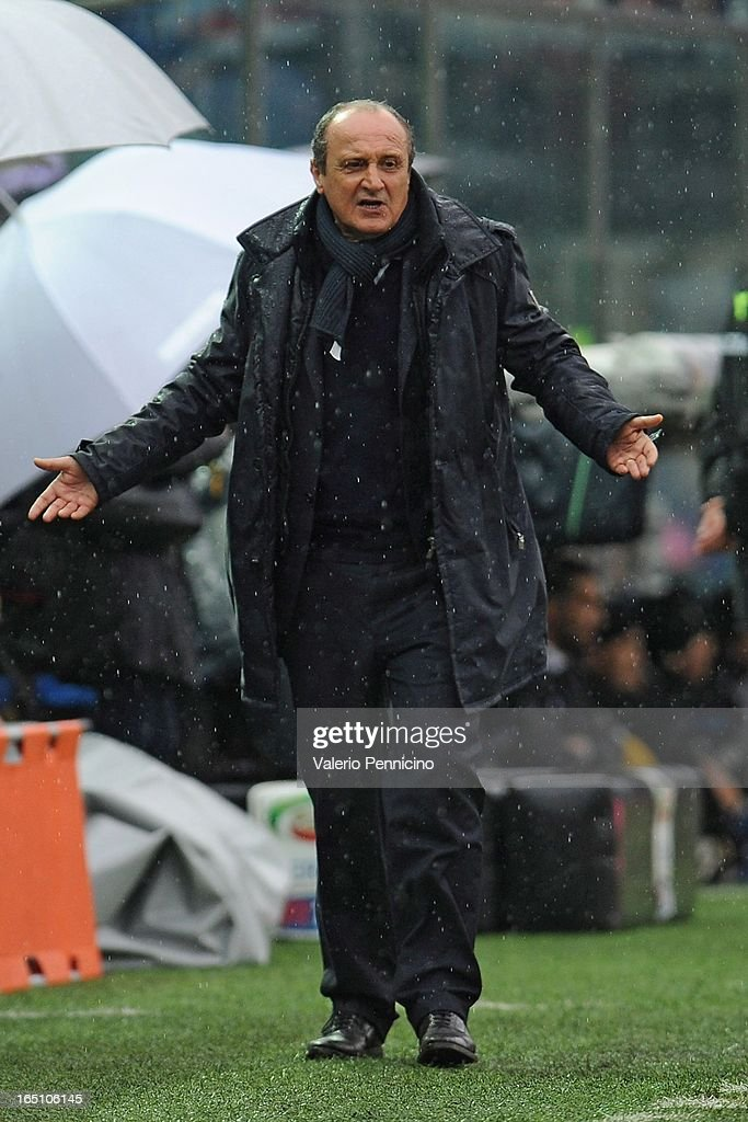 Head coach <a gi-track='captionPersonalityLinkClicked' href=/galleries/search?phrase=Delio+Rossi&family=editorial&specificpeople=6538807 ng-click='$event.stopPropagation()'>Delio Rossi</a> of UC Sampdoria reacts during the Serie A match between Atalanta BC and UC Sampdoria at Stadio Atleti Azzurri d'Italia on March 30, 2013 in Bergamo, Italy.