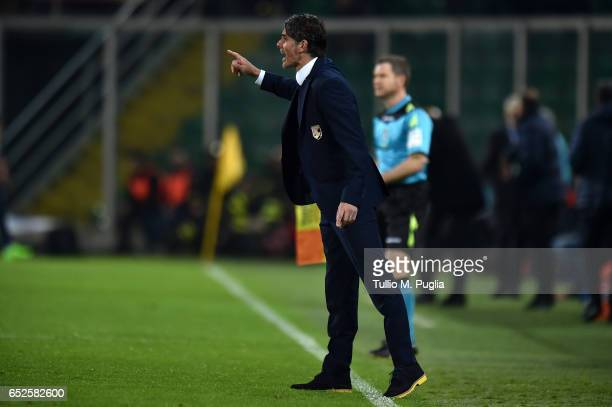 Head coach Diego Lopez of Palermo issues instructions during the Serie A match between US Citta di Palermo and AS Roma at Stadio Renzo Barbera on...