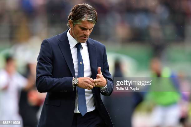 Head coach Diego Lopez of Palermo leaves the pitch after losing the Serie A match between US Citta di Palermo and Cagliari Calcio at Stadio Renzo...