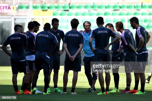 Head coach Diego Lopez of US Citta' di Palermo and players gather during a training session at Renzo Barbera Stadium on March 30 2017 in Palermo Italy