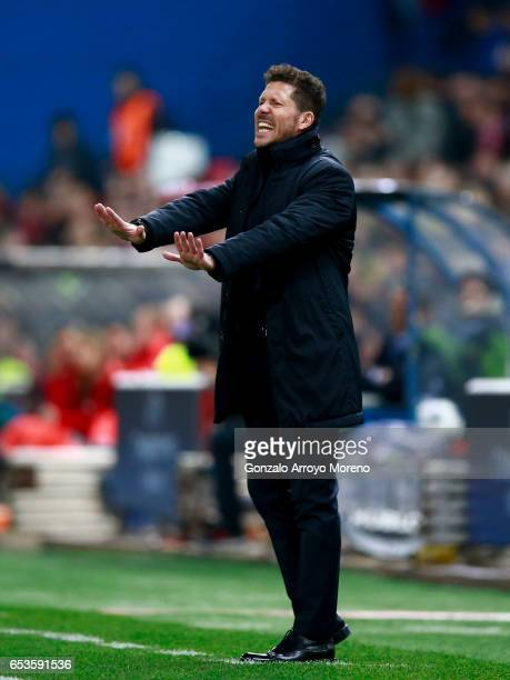 Head coach Diego Pablo Simeone of Atletico de Madrid gives instructions during the UEFA Champions League Round of 16 second leg match between Club...