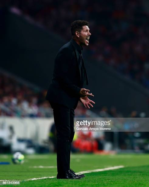 Head coach Diego Pablo Simeone of Atletico de Madrid gives instructions during the La Liga match between Club Atletico Madrid and FC Barcelona at...
