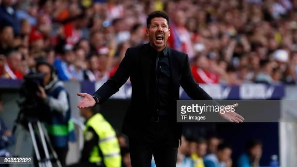 Head coach Diego Simeone of Club Atletico de Madrid gestures during the La Liga match between Atletico Madrid and Villarreal at Estadio Wanda...