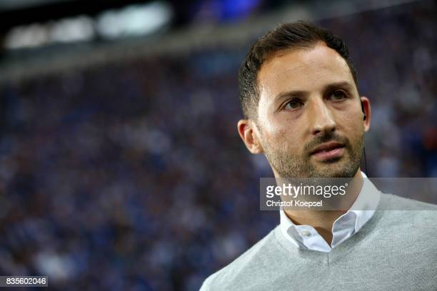 Head coach Domenico Tedesco looks on prior to the Bundesliga match between FC Schalke 04 and RB Leipzig at VeltinsArena on August 19 2017 in...