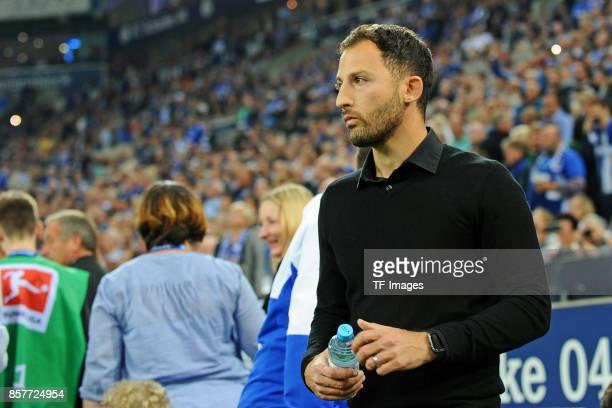 Head coach Domenico Tedesco of Schalke looks on during the Bundesliga match between FC Schalke 04 and Bayer 04 Leverkusen at VeltinsArena on...