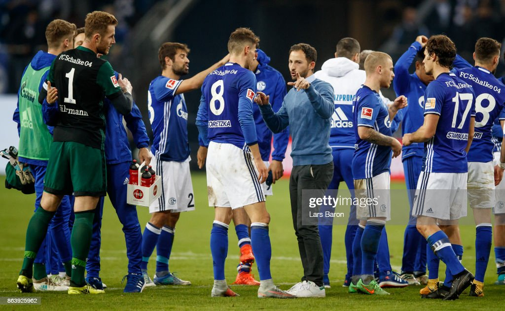 Head coach Domenico Tedesco of Schalke speaks to Leon Goretzka of Schalke after the Bundesliga match between FC Schalke 04 and 1. FSV Mainz 05 at Veltins-Arena on October 20, 2017 in Gelsenkirchen, Germany.