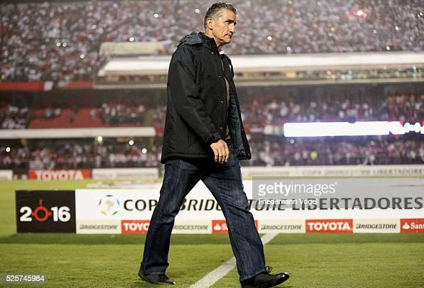 Head coach Edgardo Bauza of Sao Paulowalks in before the match between Sao Paulo and Toluca as part of Group 1 of Copa Bridgestone Libertadores at...