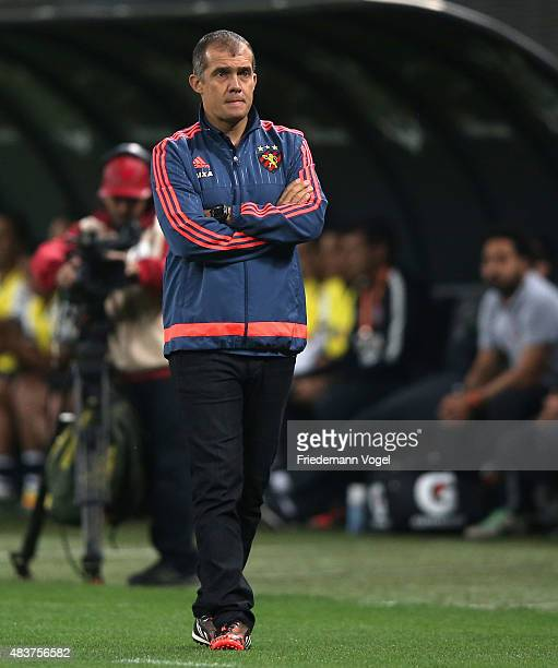 Head coach Eduardo Baptista of Sport looks on during the match between Corinthians and Sport Recife for the Brazilian Series A 2015 at Arena...