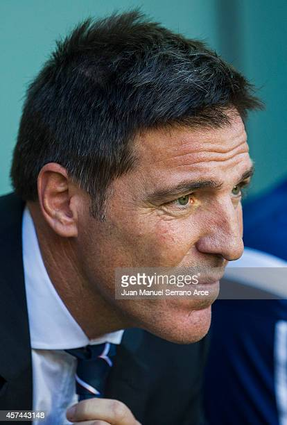 Head coach Eduardo Berizzo of Celta de Vigo reacts on prior to the La Liga match between Athletic Club and Celta de Vigo at San Mames Stadium on...