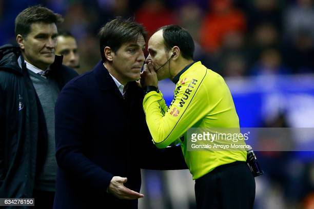 Head coach Eduardo Berizzo of RC Celta de Vigo argues with referee Mateu Lahoz during the Copa del Rey semifinal second leg match between Deportivo...