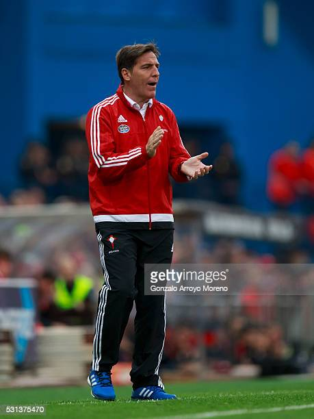 Head coach Eduardo Berizzo of RC Celta de Vigo encourages his team during the La Liga match between Club Atletico de Madrid and Real Club Celta de...