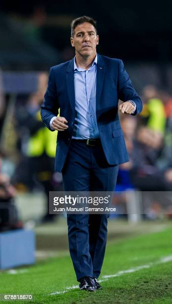 Head coach Eduardo Berizzo of Real Club Celta De Vigo reacts during the Uefa Europa League semi final first leg match between Real Club Celta De Vigo...