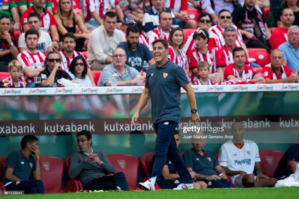 Head Coach Eduardo Berizzo of Sevilla FC reacts during the La Liga match between Athletic Club Bilbao and Sevilla FC at San Mames Stadium on October 14, 2017 in Bilbao, Spain.