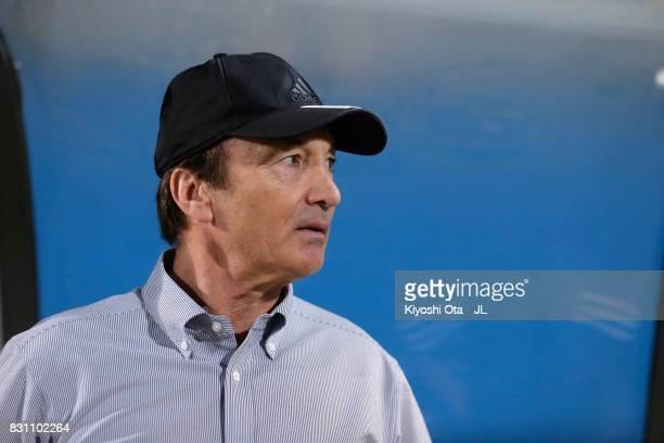 Head coach Erick Mombaerts of Yokohama FMarinos looks on prior to the JLeague J1 match between Yokohama FMarinos and Sagan Tosu at Nippatsu Mitsuzawa...