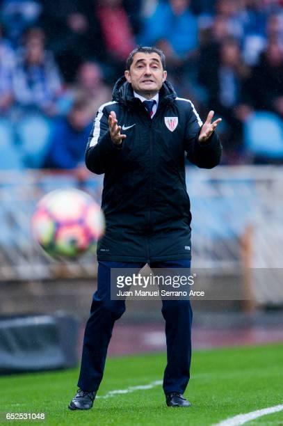 Head coach Ernesto Valverde of Athletic Club Bilbao reacts during the La Liga match between Real Sociedad de Futbol and Athletic Club Bilbao at...